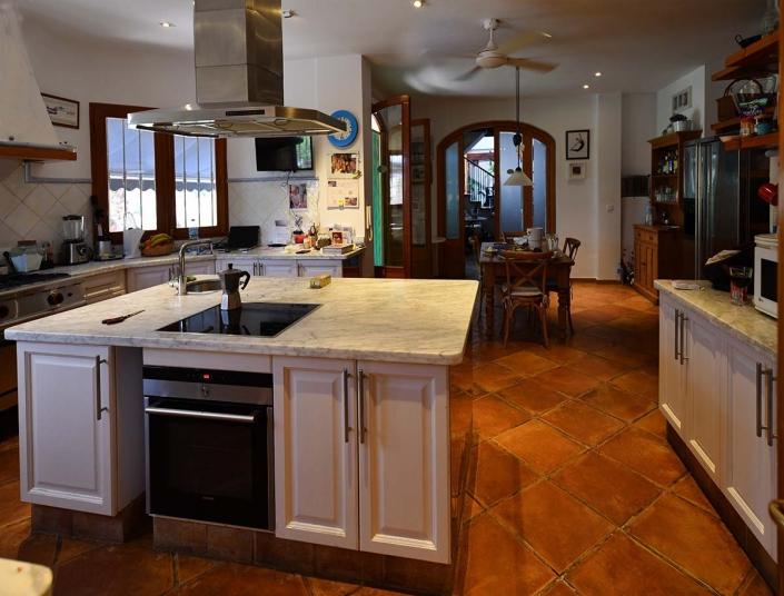 Almassera Vella Kitchen
