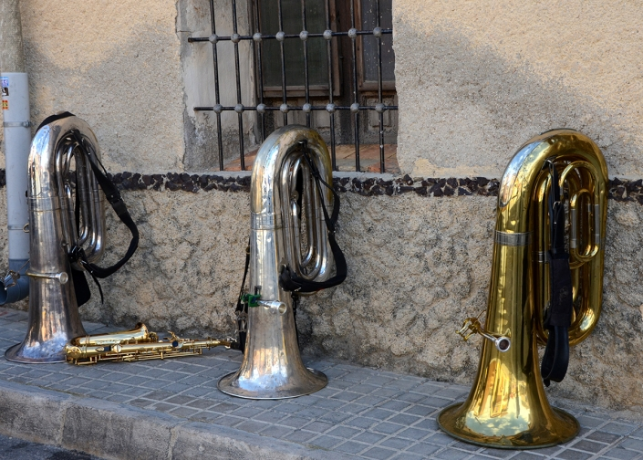 Tubas – Band break, Relleu fiesta